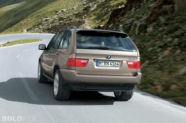Rear view of a 2004 BMW X5