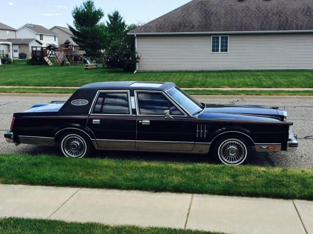 1980 Lincoln Continental Mk VI sedan