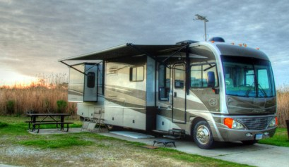 5 reasons to go rving, picture of a motor home set up at a camp site, reasons to go rving