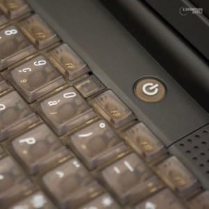 Le clavier Bronze et le bouton de démarrage du PowerBook G3 Lombard