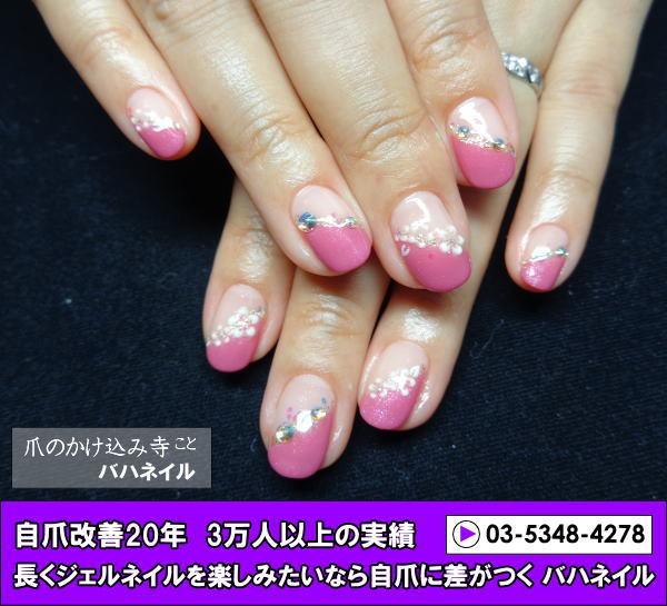 ピンク斜めフレンチのジェルネイルのデザイン