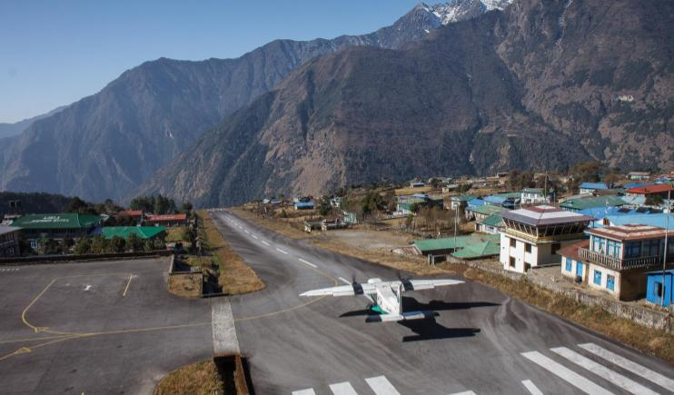 Taking off from Lukla, the world's most dangerous airport- Climb Mount Everest