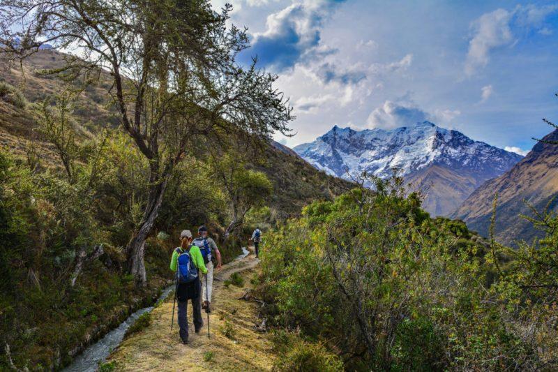 People Trekking te Salkantay Trek in Peru