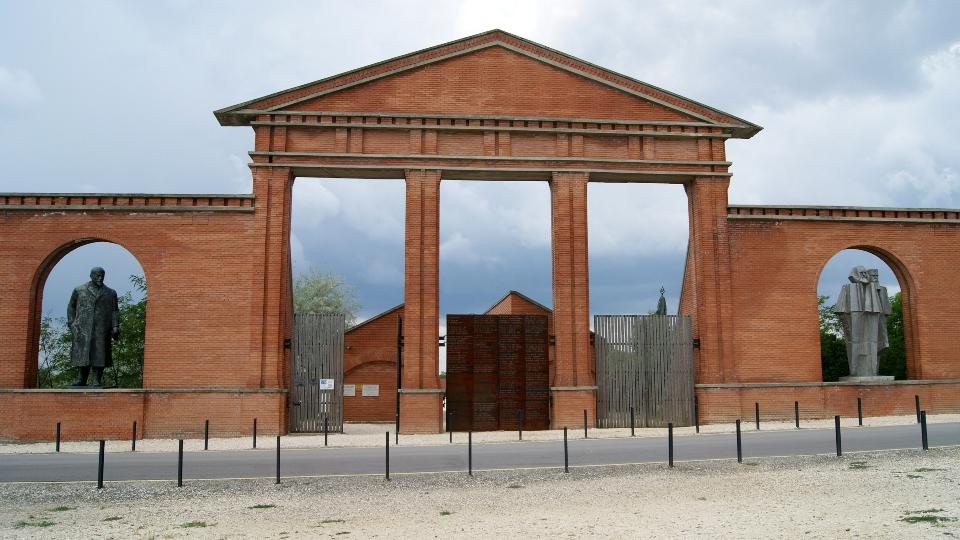 Memento Park Entrance