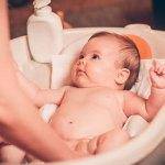 Cómo, cuándo y con qué frecuencia bañar al bebé según su edad.