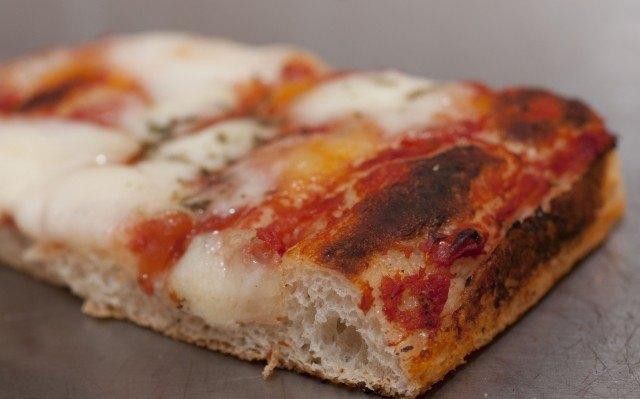 Pizza in teglia romana casalinga - sezione