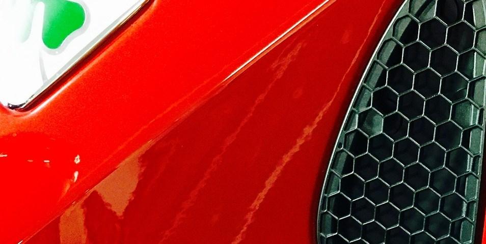 Typisch Alfa Romeo - das grüne vierblättrige Kleeblatt