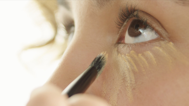 #MakeupMonday Tip: How to Erase Your Under-Eye Circles