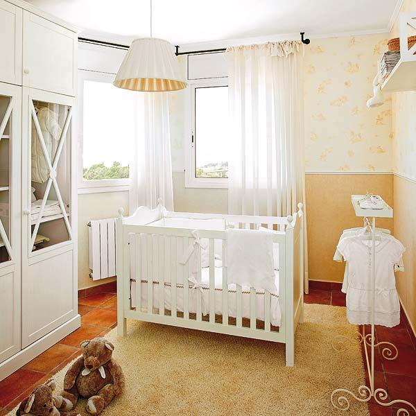 Distribuir los muebles en la habitacion del bebe