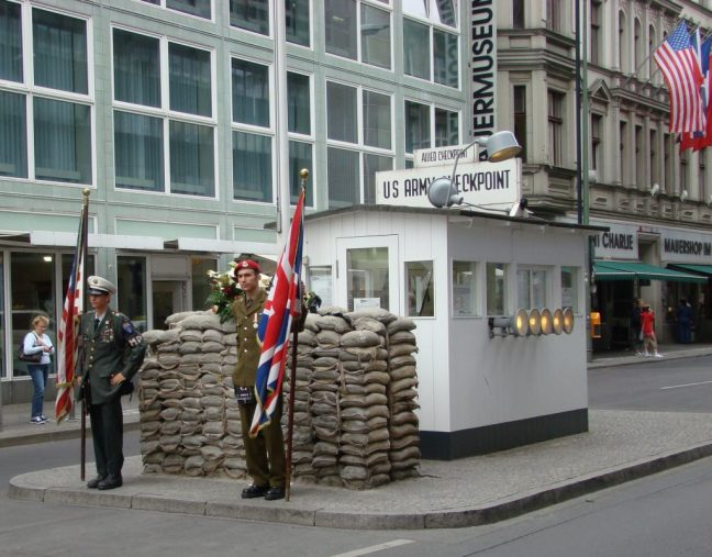 Le Taximètre Berlin Checkpoint Charlie