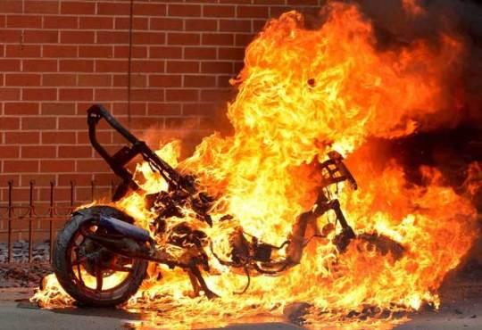 motor terbakar gara-gara karburator banjir