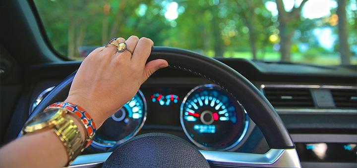 Mulher no volante causa menos acidentes que homens, mas jamais devem se descuidar. A manutenção preventiva do veículo ajuda a manter a boa fama das mulheres motoristas e evita acidentes. - Bem Auto Oficina Mecânica em Florianópolis, Palhoça, Palhoça, São José, Kobrasol
