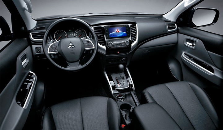 Nova L200 Triton. O interior clean da nova Mitsubishi traz uma nova tela multimídia de 7 polegadas. Bem Auto Oficina Mecânica Especializada. Kobrasol, São José, Florianópolis, Biguaçu, Palhoça.