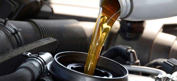 Impactos do óleo vencido no motor do seu carro