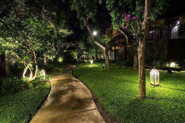How to Use Outdoor Lighting to Increase Curb Appeal at Night