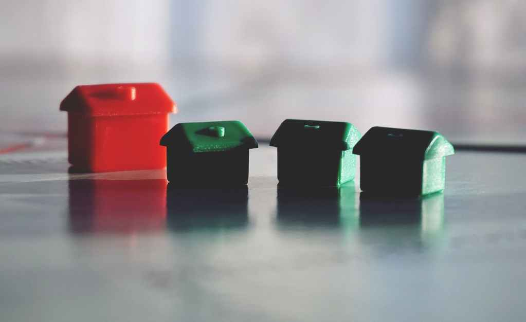 three green and one red house toys