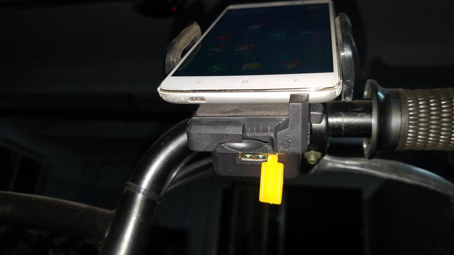 suport telefon cu incarcator pentru bicicleta electrica