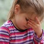 Bambini col mal di testa, è colpa dello stress.