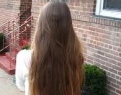 capelli castani lunghi