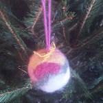 Palline fai-da-te per l'albero di Natale in lana cardata infeltrita