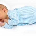 Se il bambino dorme troppo poco sono a rischio salute, memoria e fantasia. Le strategie per sogni d'oro in base all'età