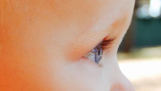 bambino neonato occhi
