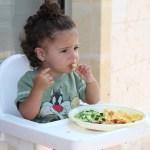 Quasi la metà dei bambini mangia in modo scorretto, ma la base di una vita in salute è proprio l'infanzia.