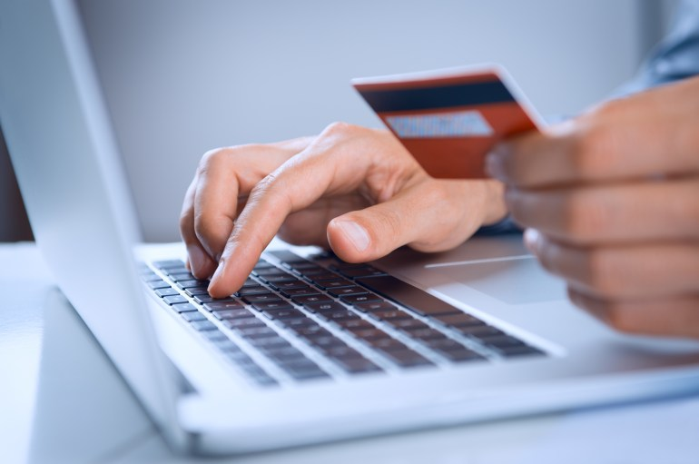 Visitante efetuando compra no e-commerce