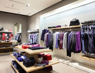 Interior de loja de roupas