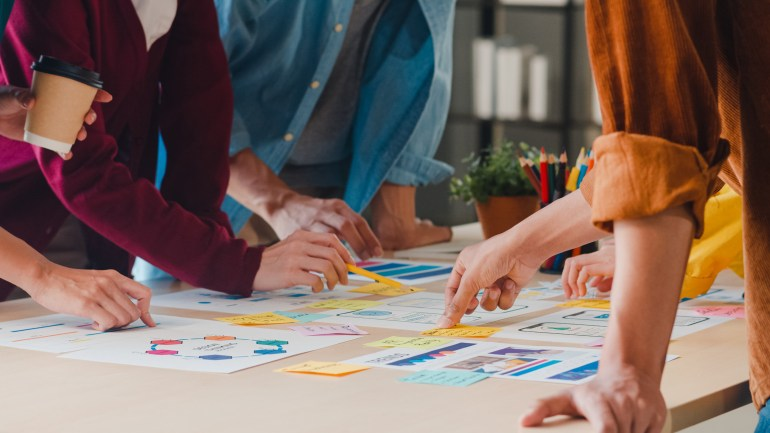 Equipe desenvolvendo planejamento estratégico.