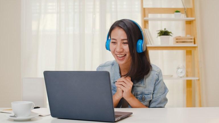 Cliente feliz com a comunicação da empresa