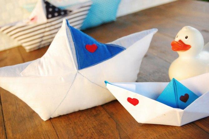 Papierboot-Kissen: Papierschiffchen aus Stoff nähen | binenstich.de