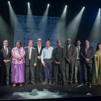 Representatives of the The Top Ten South African Cleantech Innovation in 2015: with HE