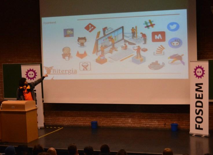 Valerio Cosentino givin his lightning-talk on FOSDEM