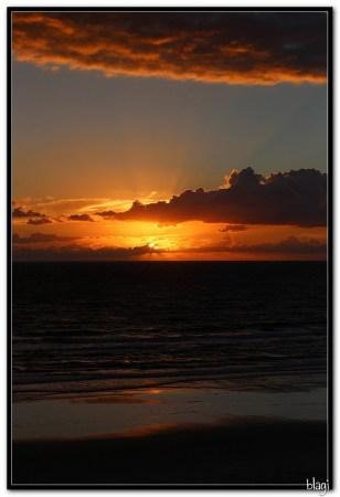 Oceanska plaža zorom