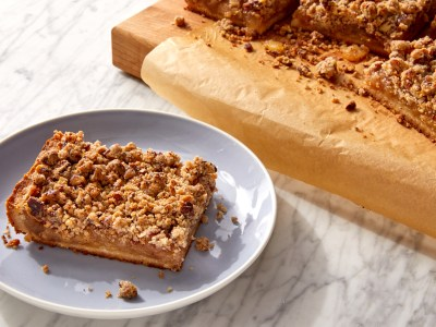 cut apple pie bar