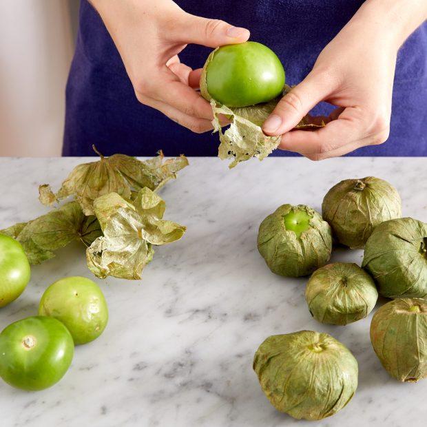 Preparing Tomatillos
