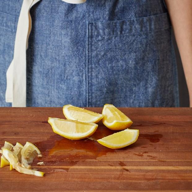 how to cut lemon wedges