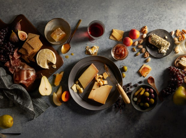 Cheese-Spread-Dark_Murrays_082318_16568_bite-out_RGB_Full