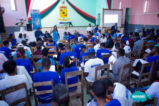 Vatosoa leading a MIHARI session with LMMA representatives, most of whom are men.