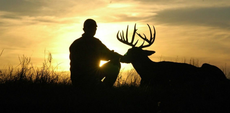 silhouette-of-a-deer-hunter-1130x570 (1)