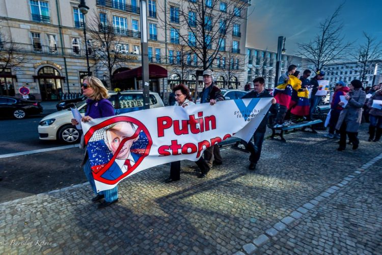 Putin, stop!