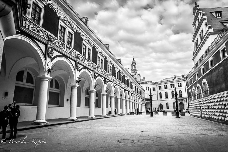 Dresdener courtyard in black and white...