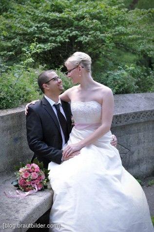 Obwohl die traditionelle, klassische Hochzeit nie unmodern wird, so verändert sich der Style der Brautbilder. Hochzeitsfotograf Regensburg