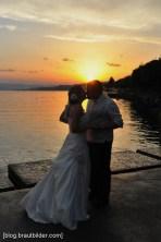 Der Hochzeitsfotograf in Rapperswil. Hochzeitsfotos im Sonnenuntergang an der prächtigen Seepromenade.
