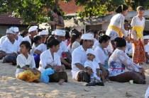 Fotos im Hochzeitskleid auf Bali machen, deutscher Fotograf Bali, Flitterwochen für Hochzeitsfotos nutzen,