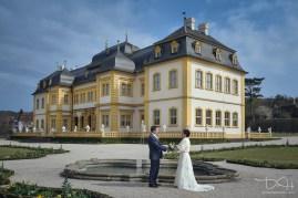 Das Brautpaar im Rokokogarten. Hochzeitsbilder mit dem Hochzeitsfotografen aus Nuernberg.