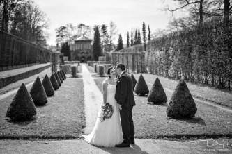 Traumhaftes Brautshooting im Rokokogarten bei Wuerzburg macht der Hochzeits Fotograf aus Nuernberg.