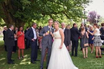 Kleiner Umtrunk. Euer Hochzeitsfotograf macht die Bilder.