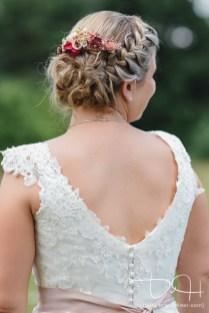 Detailbilder von der Braut macht der Hochzeitsfotograf.